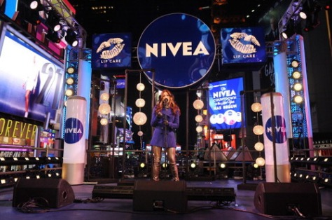 Mario And Courtney Lopez Ring In 2013 On The NIVEA Kiss Stage In Times Square